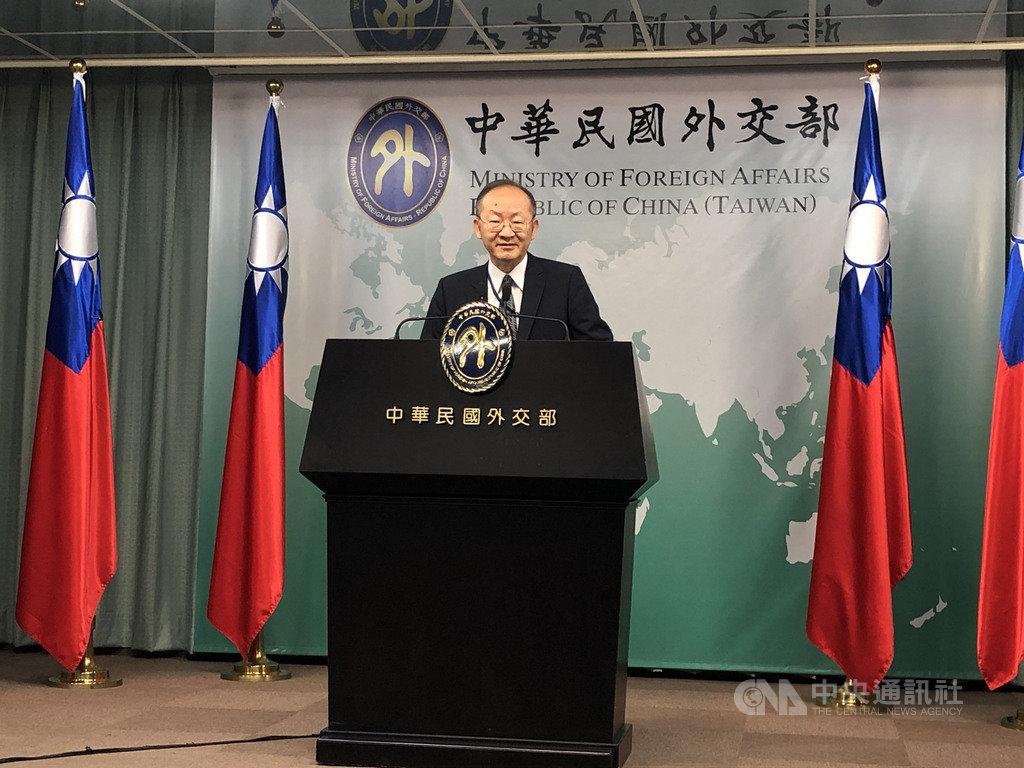 智利取消主辦APEC年會,外交部國組司司長陳龍錦21日表示,APEC已決定改於12月在新加坡舉辦總結資深官員會議;目前擬由智利總統發布主席聲明總結年度成果。中央社記者侯姿瑩攝 108年11月21日