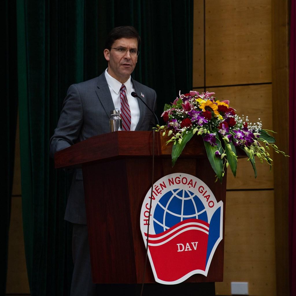 美國國防部長艾斯培20日指控中國脅迫恫嚇較小的亞洲國家,以便在南海遂行其意志。(圖取自twitter.com/esperdod)