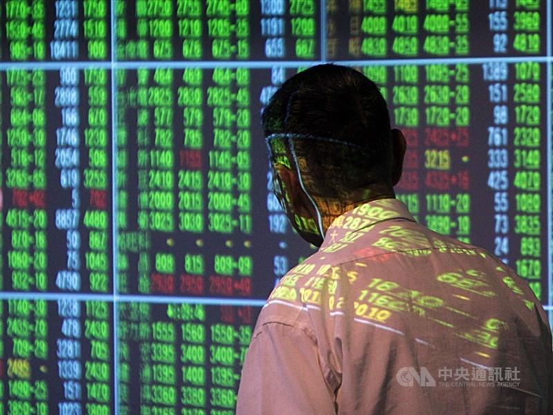 美中貿易談判生波,導致美股收黑,21日台股早盤重挫逾152點,失守11500點關卡。(中央社檔案照片)