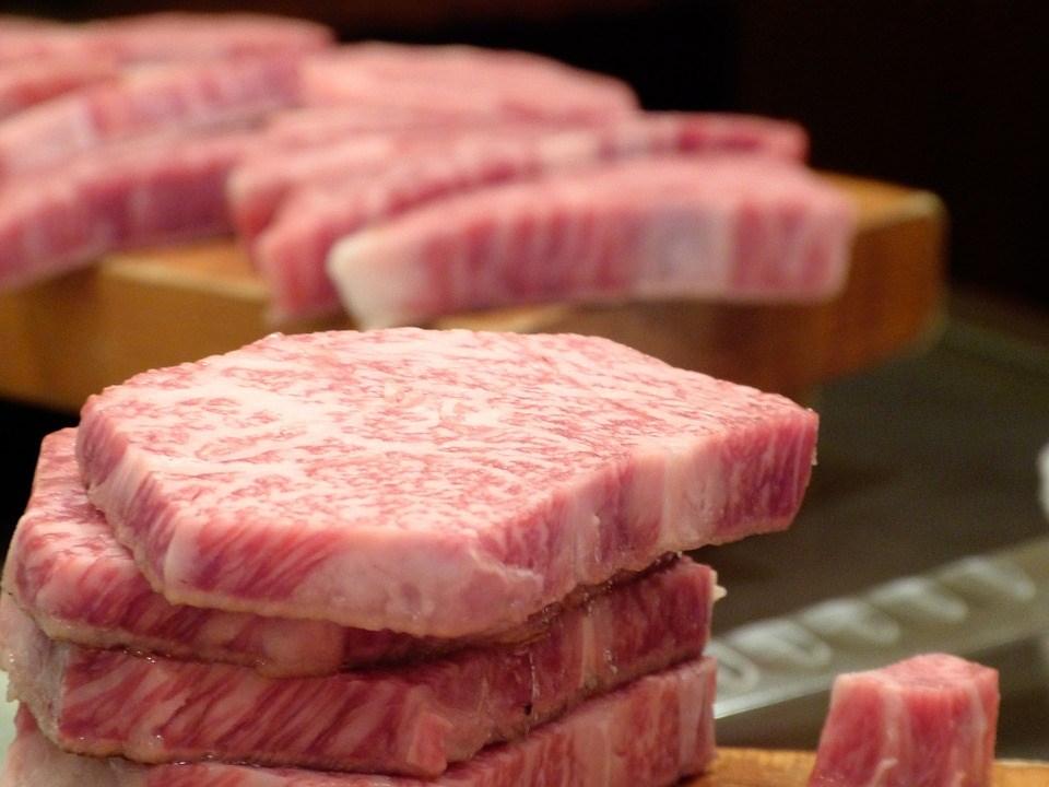 日本牛肉從2001年起停止銷往中國,日本媒體報導,雙方政府正針對日牛重啟外銷中國一事進行協商。(示意圖/圖取自Pixabay圖庫)