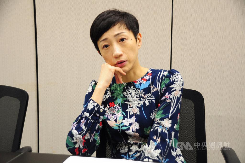 香港立法會議員陳淑莊說,自己在思考,若港府和示威者「攬炒」(同歸於盡),究竟誰能從中漁翁得利。圖攝於11月20日香港立法會。中央社記者沈朋達香港攝 108年11月22日