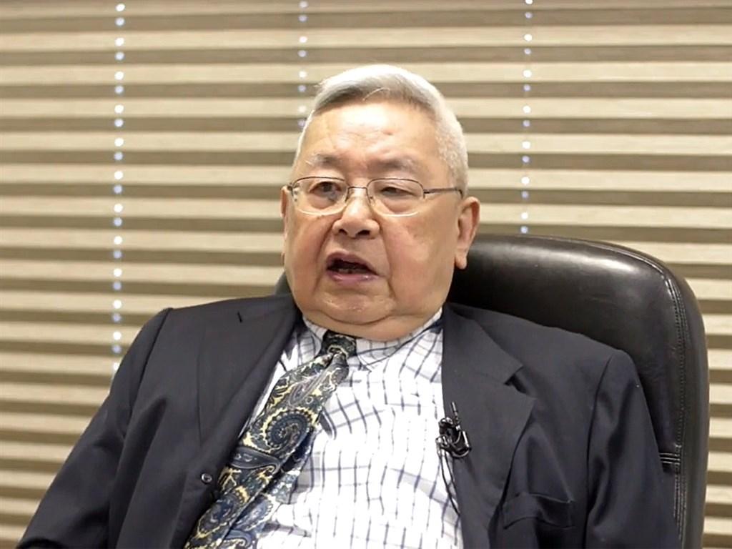 中央研究院院士余英時22日於政大透過錄影演講指出,台灣當下面臨很大危機,須有深厚人文修養,才能面對中共的威脅。(圖取自facebook.com/nccu.edu.tw)