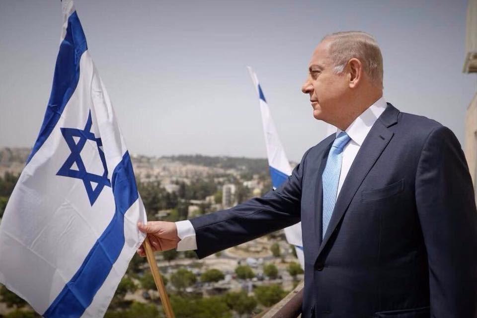 以色列總理尼坦雅胡(圖)21因貪腐罪遭起訴,依照法律他此刻不必辭職,不過卻升高以色列最終究竟由誰來帶領這個國家的不確定性。(圖取自facebook.com/Netanyahu)