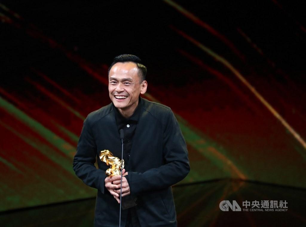 第56屆金馬獎23日晚間在台北國父紀念館盛大頒獎,最佳男主角由電影「陽光普照」演員陳以文奪得。中央社記者王騰毅攝 108年11月23日