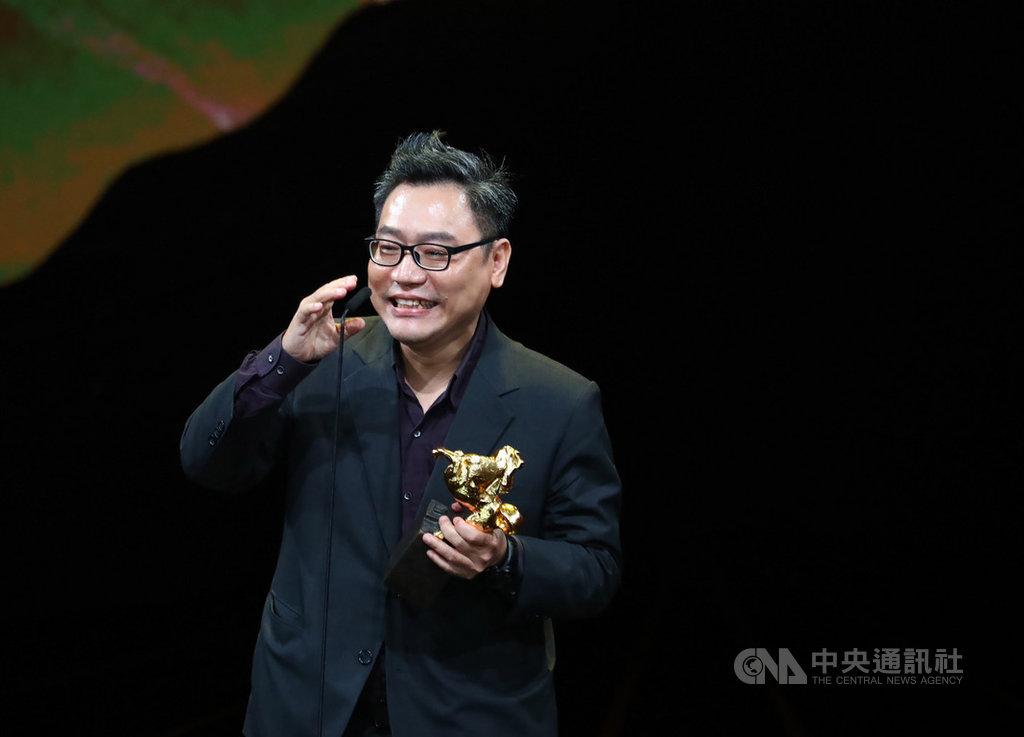 第56屆金馬獎23日晚間在台北國父紀念館舉行頒獎典禮,最佳剪輯獎由電影「陽光普照」的剪輯師賴秀雄獲獎。中央社記者王騰毅攝 108年11月23日