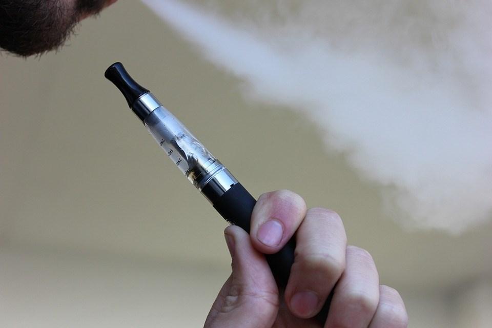 紐約市市議會以42票對2票表決通過禁止加味電子菸,這項禁令預計在2020年7月1日生效。(圖取自Pixabay圖庫)