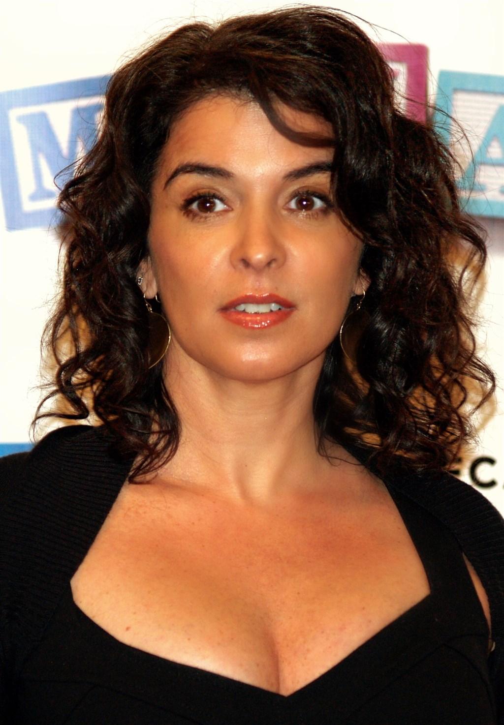 美國紐約一位法官27日裁定,HBO影集「黑道家族」女星安娜貝拉席歐拉(圖),可為好萊塢前金牌製片哈維溫斯坦被控性侵案出庭作證。(圖取自維基共享資源;作者:David Shankbone,CC BY 3.0)