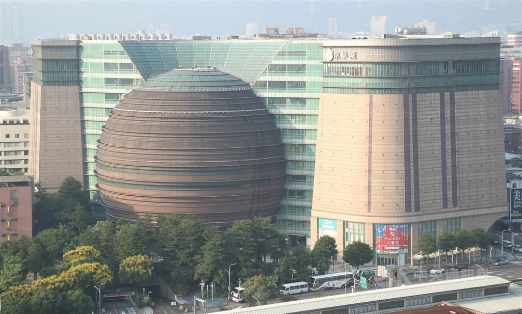 營運18年的京華城將在30日歇業,房地產業者表示,未來改建商辦後,與鄰近的松菸、大巨蛋發展成新的商圈,強勢回歸。(中央社檔案照片)