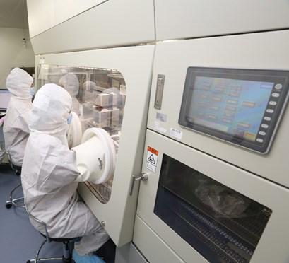 日本京都大學27日宣布已向政府提出要進行以iPS細胞培育軟骨,使軟骨再生的臨床研究計畫。圖為京都大學iPS細胞研究所設施(圖取自cira.kyoto-u.ac.jp)