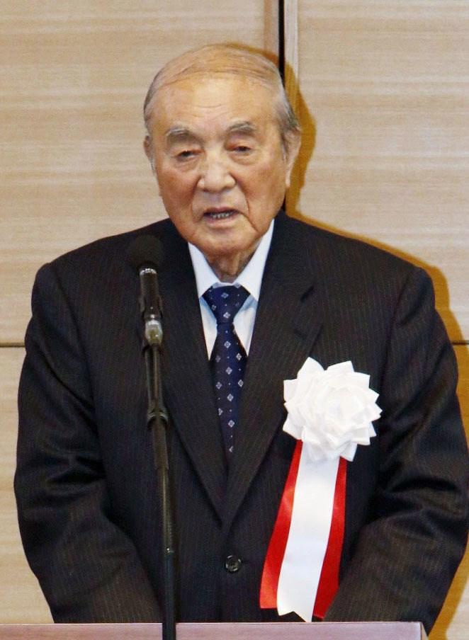 日本前首相中曾根康弘29日去世,享嵩壽101歲。在內政、外交上留下極大的功績,最大的遺願是修憲。圖為2015年中曾根康弘出席新憲法制定議員同盟大會。(共同社提供)