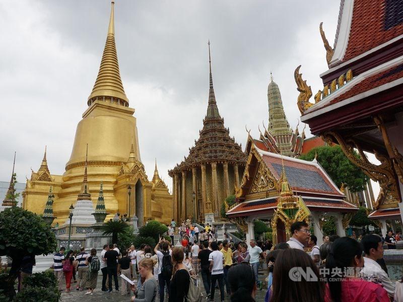 旅行社業者29日證實,申請泰國觀光簽證從12月起必須提供3個月的財力證明影本。圖為泰國大皇宮(玉佛寺)一隅。(中央社檔案照片)