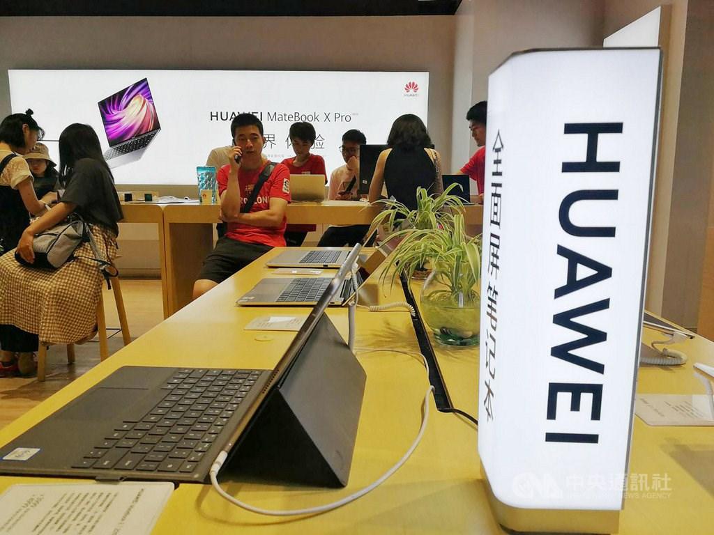 消息人士透露,由於美國政府打算擴張管制權力,防止更多用美國技術的外國產品賣給中國華為。圖為華為上海門市。(中央社檔案照片)