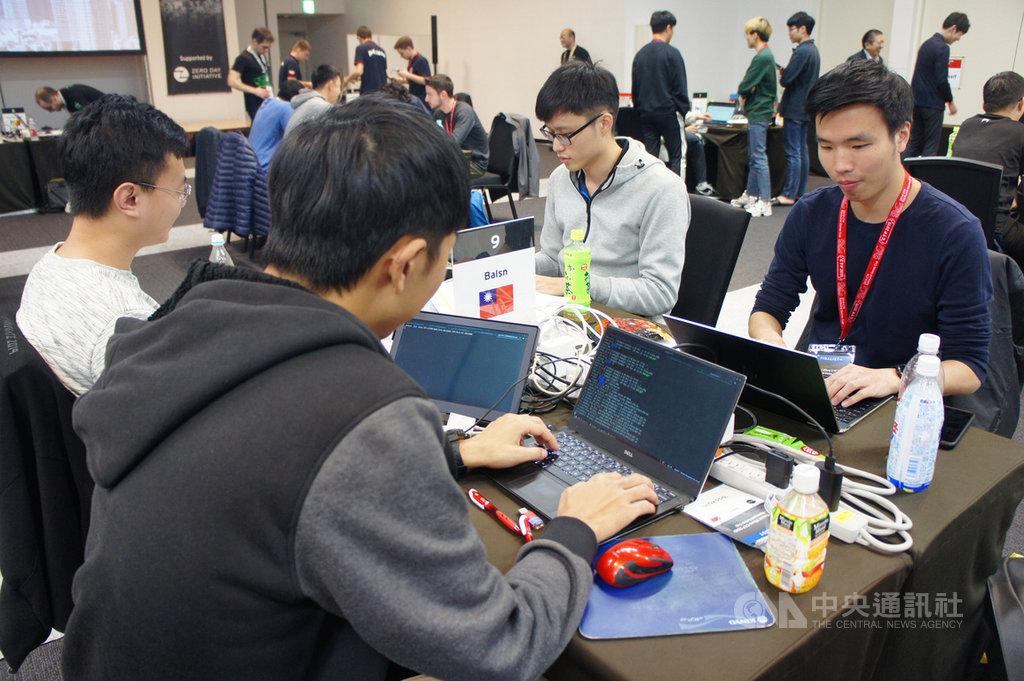 CTF(Capture the Flag)網路攻防搶旗賽越來越興盛,國內戰隊Balsn日前參加趨勢科技在東京舉辦的第5屆CTF搶旗賽決賽,表現亮眼獲得第3名。中央社記者吳家豪攝 108年12月1日