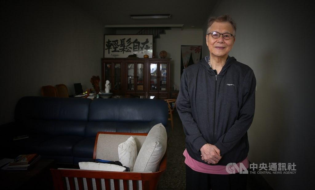 1970年代白色恐怖時期,有一名教師不願被馴服為爪牙,反而在亂世中起身反抗,成為唯一被關押、被刑求最慘的教師,如今他雖已高齡80,仍堅定信念,他就是自許為「流浪武士」的紀萬生。中央社記者謝佳璋攝 108年12月1日