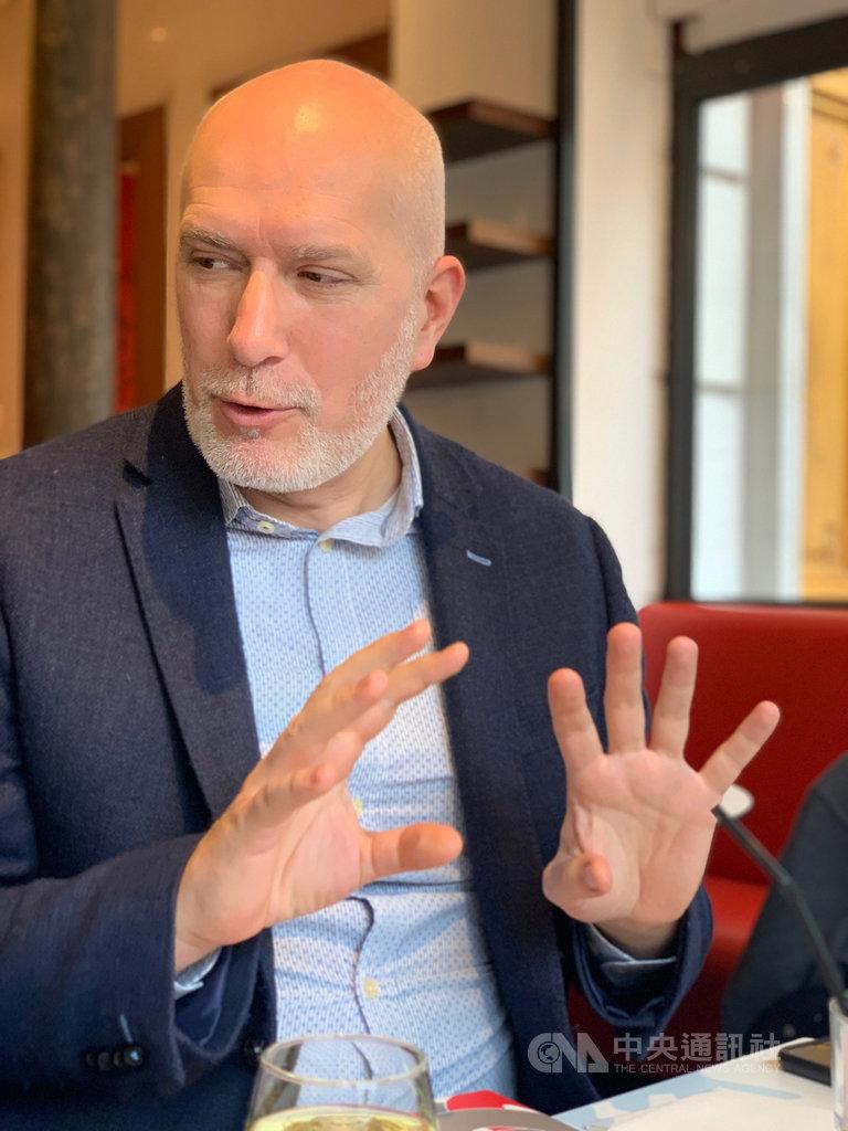 法國國立鳳凰劇院總監杜勒葉(Romaric Daurier)表示,如果要給年輕藝術家忠告,那就是一定要對自己的作品充滿自信,同時也要保有一定的原創性。中央社記者趙靜瑜攝 108年12月1日