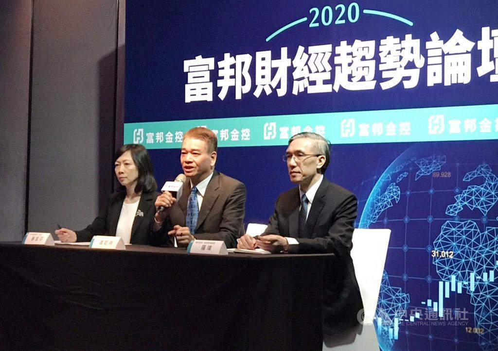 富邦金2日上午舉行「2020富邦財經趨勢論壇」,預估台股在2020年第1季,有機會向上突破歷史高點12682點。中央社記者劉姵呈攝  108年12月2日