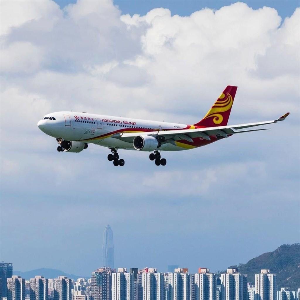 香港空運牌照局2日表示,香港航空必須在12月7日前改善財務狀況,否則營業執照可能會被暫停,甚至被吊銷。(圖取自香港航空IG網頁instagram.com/hkairlines)