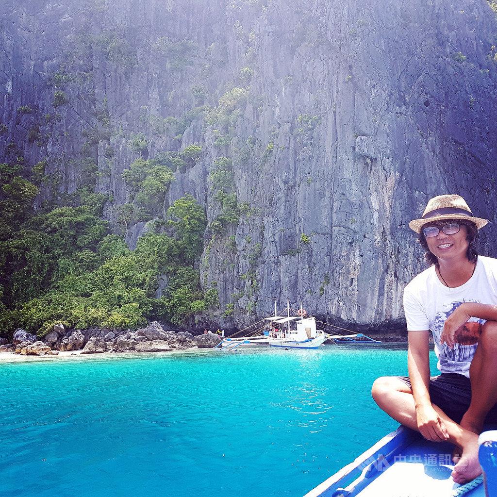 9年前到菲律賓教中文的替代役男賈斯丁愛上當地自然美景,跟菲律賓結下不解之緣,足跡遍及70個省份。圖為位於艾尼島(El Nido)的塔里沙(Talisay)海灘。(賈斯丁提供)中央社記者陳妍君傳真 108年12月4日