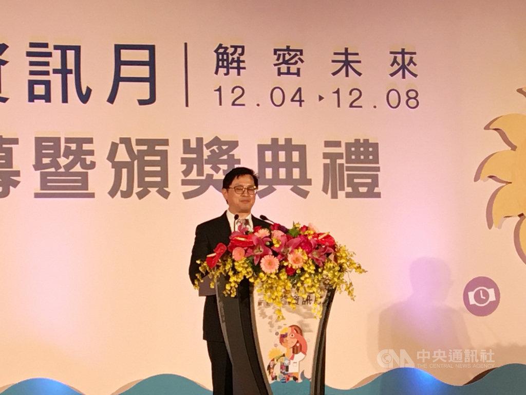 台北資訊月4日上午開幕,台北市電腦公會理事長童子賢指出,此次資訊月台灣廠商展示在人工智慧最新進展。中央社記者鍾榮峰攝  108年12月4日