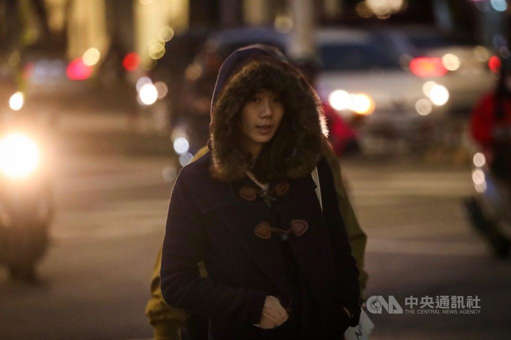 中央氣象局最新預報,今年台灣入冬第2波冷氣團6日晚間南下,預估中部以北低溫攝氏12、13度。 中央社記者吳家昇攝 108年12月2日