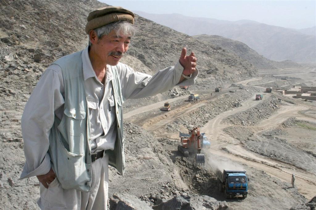 阿富汗東部發生槍擊造成6死,受害者包括日本醫生中村哲(圖),數十年來,他致力於當地的援救工作,曾榮獲素有亞洲諾貝爾獎之稱的「麥格塞塞獎」。(共同社提供)