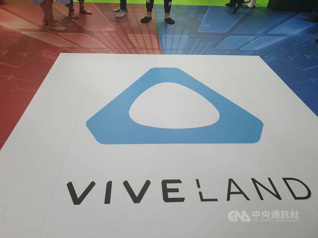 宏達電旗下VIVELAND團隊推出大型VR密室逃脫遊戲,受到消費者歡迎,旗下全台場域每月遊玩次數上看1000次。中央社記者江明晏攝 108年12月5日