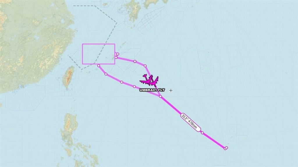 知名航機追蹤推特「飛機守望(Aircraft Spots)」4日披露,兩架美軍B-52H轟炸機,自關島安德森基地起飛後,進入台北飛航情報區巡航再飛返安德森空軍基地。(圖取自twitter.com/AircraftSpots)