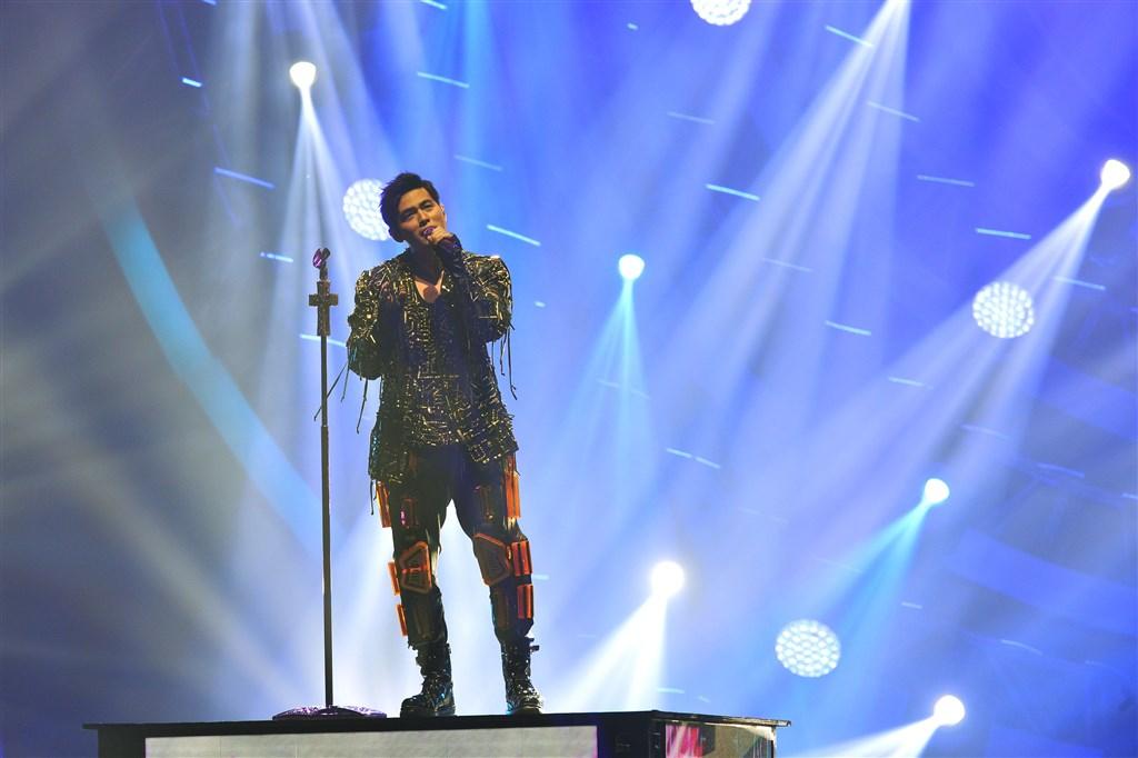 LINE MUSIC及Spotify相繼公布今年度歌曲排行回顧,周杰倫的歌曲位居兩大串流平台華語歌手年度榜首。(中央社檔案照片)
