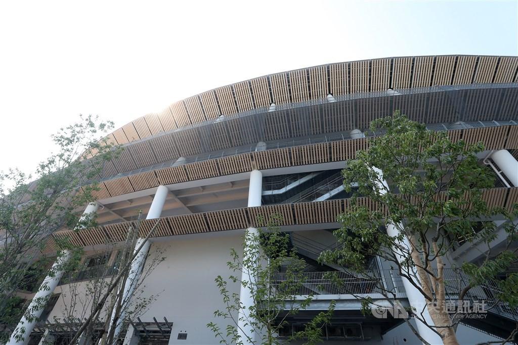 因憂心2011年福島核災可能汙染當地食物,南韓奧會正計畫購買輻射檢測器並運送國產食材到日本,提供參加東京奧運的南韓運動選手食用。圖為東京奧運與帕運主場館。(中央社檔案照片)