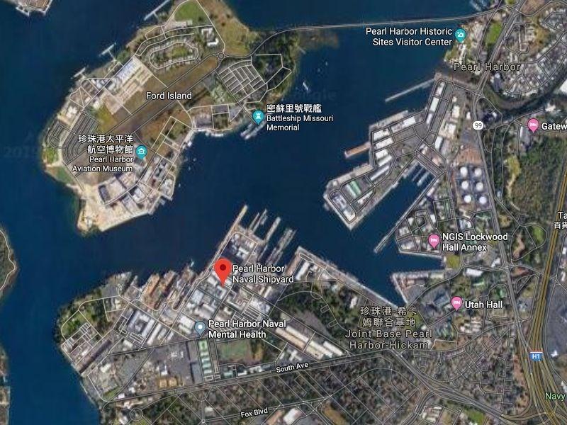 美國夏威夷州珍珠港海軍造船廠(紅標處)4日下午傳出槍擊,珍珠港-希卡姆聯合基地緊急封鎖。(圖取自Google地圖網頁google.com.tw/maps)