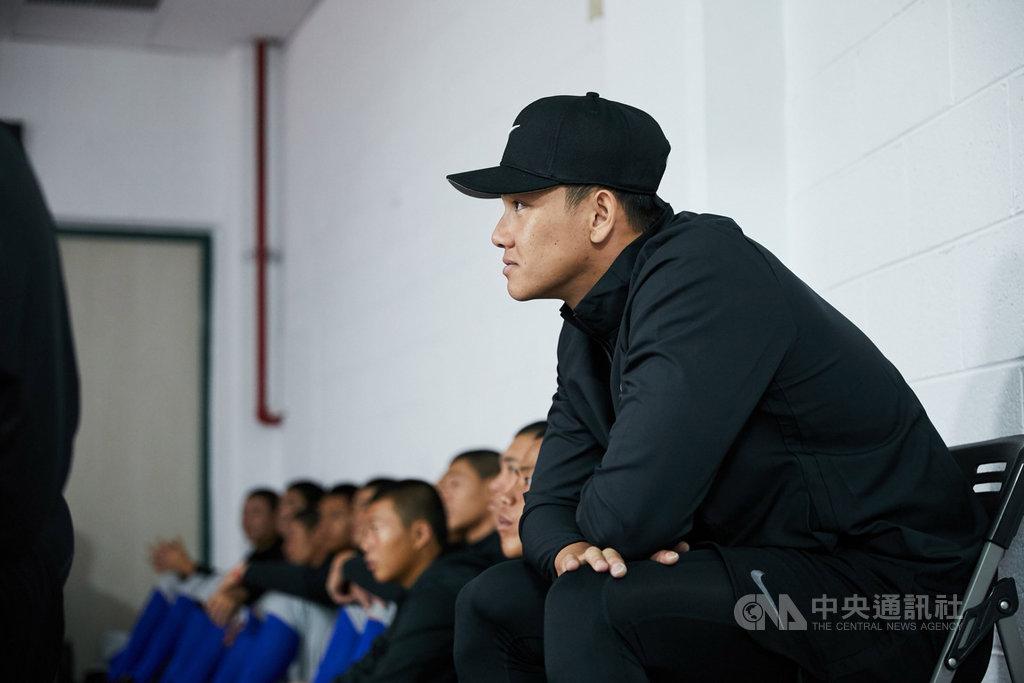 2019年NIKE青棒菁英訓練營課程6日進入最後一天,擔任教練團師資之一的江少慶(前)表示,現在的高中選手平均素質很好。對於目前的動向,他則說,有持續接觸球季外的訓練。(NIKE提供)中央社記者楊啟芳傳真 108年12月6日