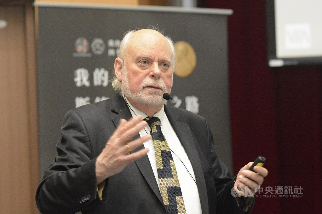 2016年諾貝爾化學獎得主史多達爾(Fraser Stoddart)(圖)應邀來台,6日在台灣大學演講,向台灣學子分享學思歷程,吸引700人到場聆聽。(科技部提供)中央社記者陳至中台北傳真 108年12月6日