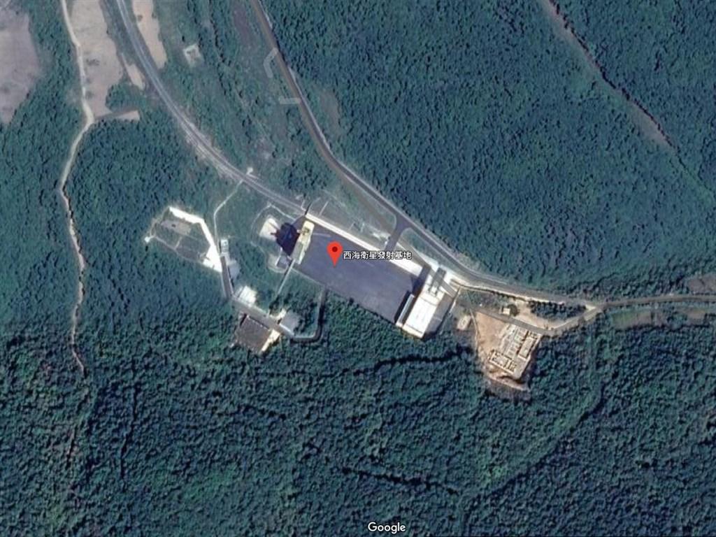 據專家分析新的衛星照片,北韓的西海衛星發射基地(紅標處)有新活動,可能正準備重啟為衛星發射器和洲際彈道飛彈提供動力的發動機測試工作。(圖取自Google地圖網頁google.com.tw/maps)