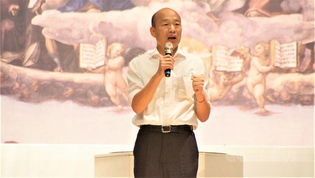 國民黨總統參選人韓國瑜接受華爾街日報專訪時否認自己親中,並批評對手陣營塑造他親中的形象。(中央社檔案照片)
