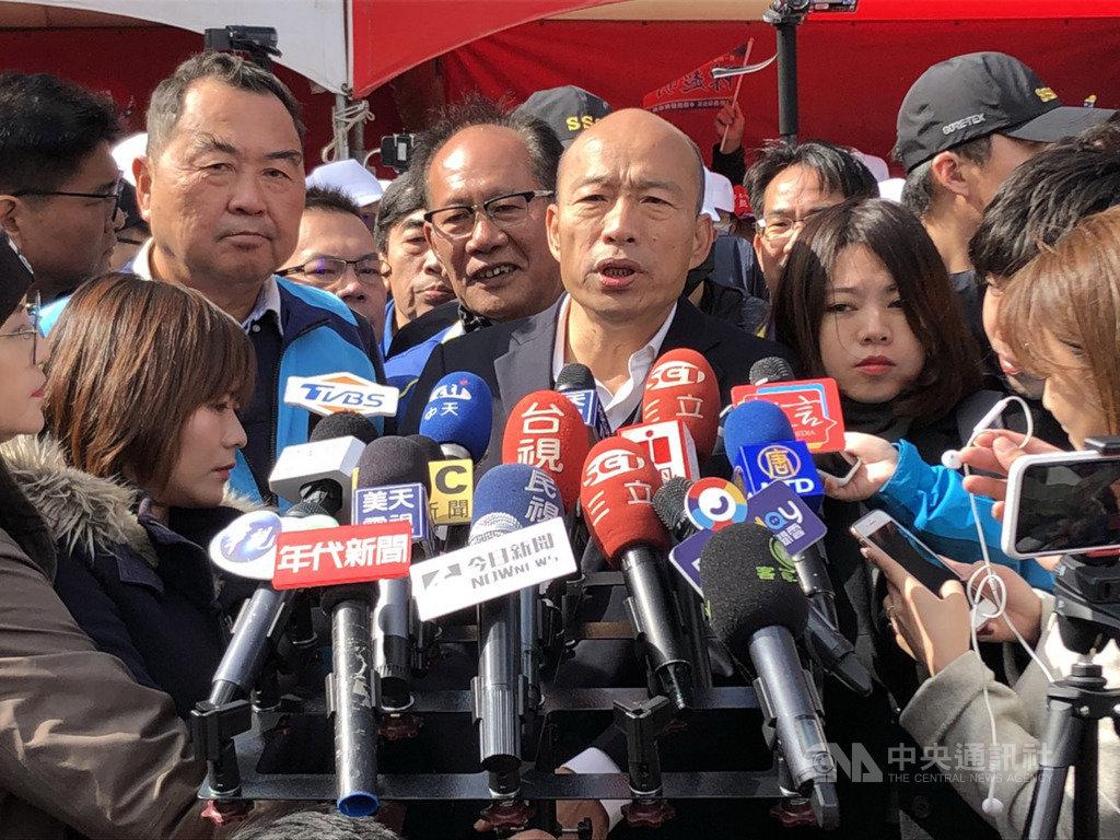 國民黨總統參選人韓國瑜(前中)7日針對國民黨立委到外交部抗議發生推擠、受傷一事表示,外交部處理方式粗暴、不尊重國會議員,部長應負全部責任。中央社記者管瑞平攝 108年12月7日