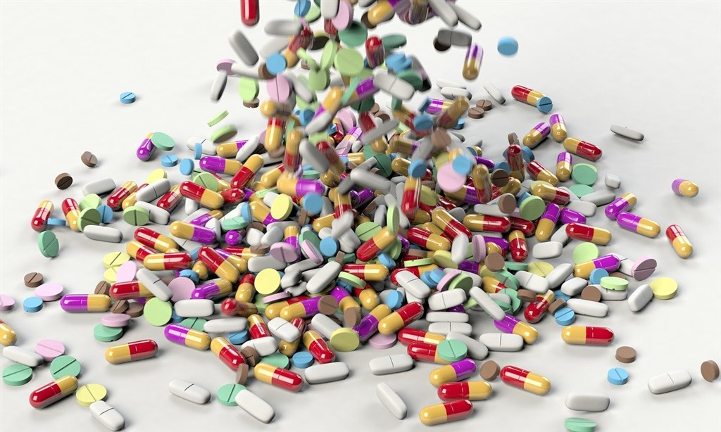 新加坡近日公布3款降血糖藥二甲雙胍含微量致癌不純物,3款均未進口台灣,但國內同成分藥品共有140張許可證,食藥署將要求業者全面自主檢驗。(示意圖/圖取自Pixabay圖庫)