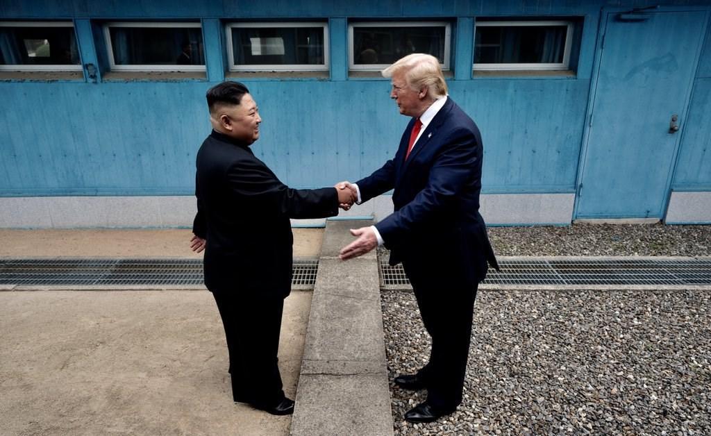 北韓駐聯合國大使金星7日表示,平壤當局已不會與美國談判非核化議題。圖為北韓領導人金正恩(左)和美國總統川普6月30日在分隔南北韓的非軍事區(DMZ)第3度會談。(圖取自twitter.com/Scavino45)