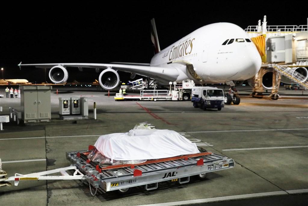 73歲的中村哲近日在阿富汗遭槍擊身亡,遺體8日傍晚返抵日本千葉縣的成田國際機場。(共同社提供)