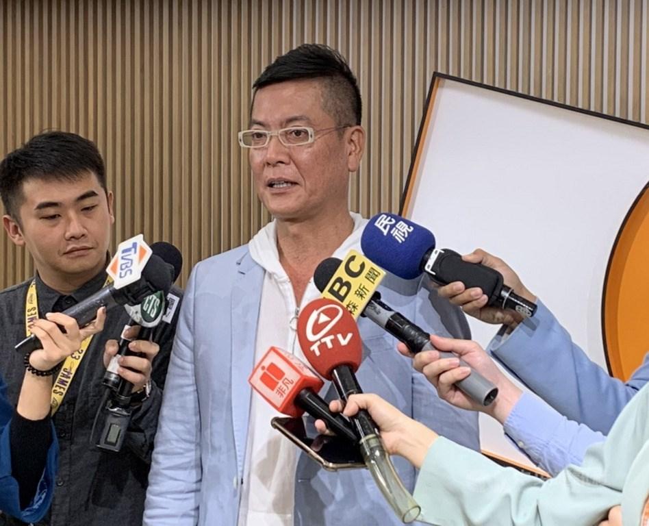 親民黨主席宋楚瑜4度參選總統,由藍轉橘的張碩文(中),在這次大選中扮演重要角色。(中央社檔案照片)
