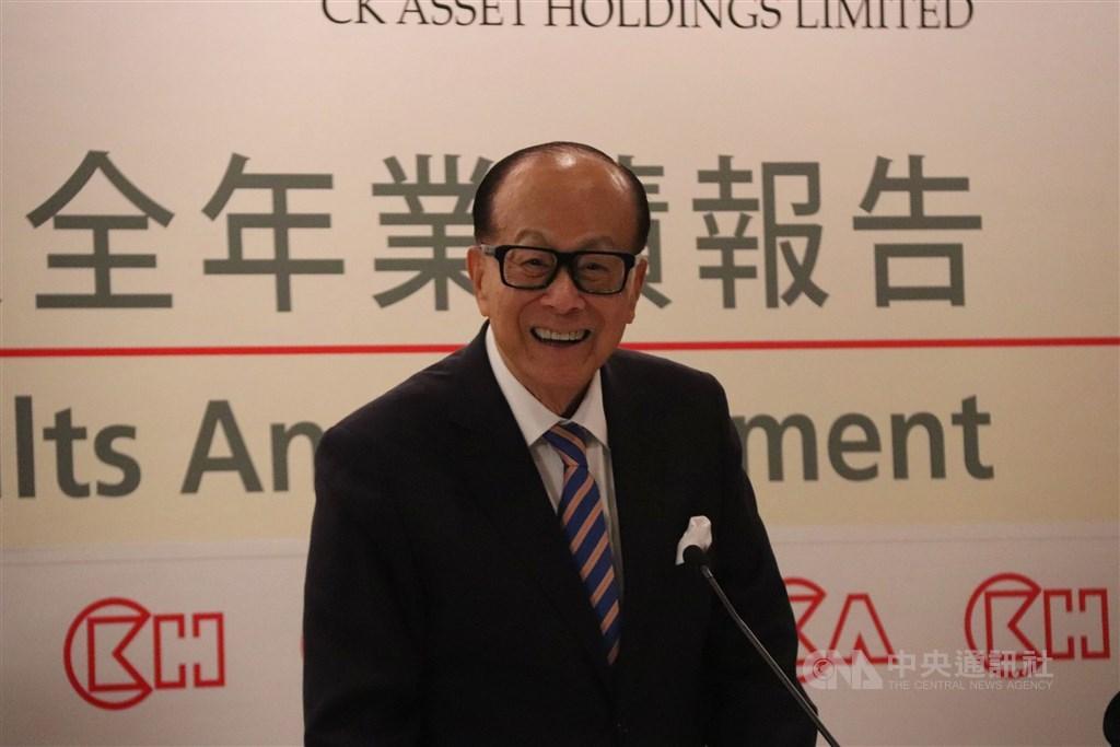 香港富商李嘉誠(圖)旗下的李嘉誠基金會公布,協助當地中小企業度過經濟困難的「應急錢」一共發放了港幣10.09億元(約新台幣40億元)。(中央社檔案照片)
