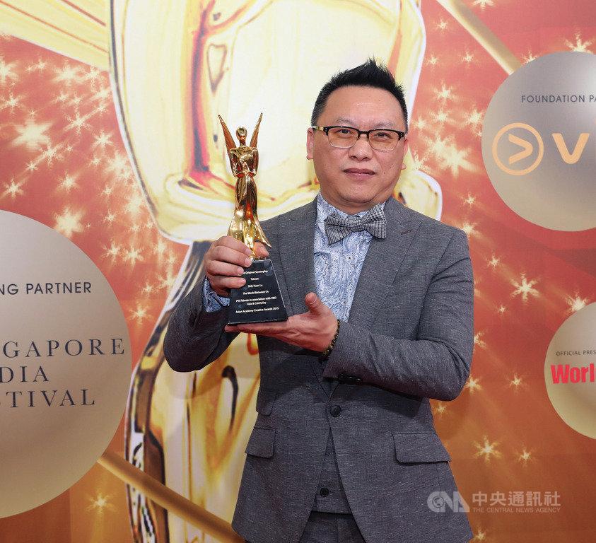 公共電視台戲劇節目「我們與惡的距離」在新加坡亞洲影藝創意大獎中,榮獲最佳剪輯獎、最佳編劇獎,製作人湯昇榮(圖)認為,台灣應善用OTT才能布局全球市場。中央社記者黃自強新加坡攝 108年12月9日