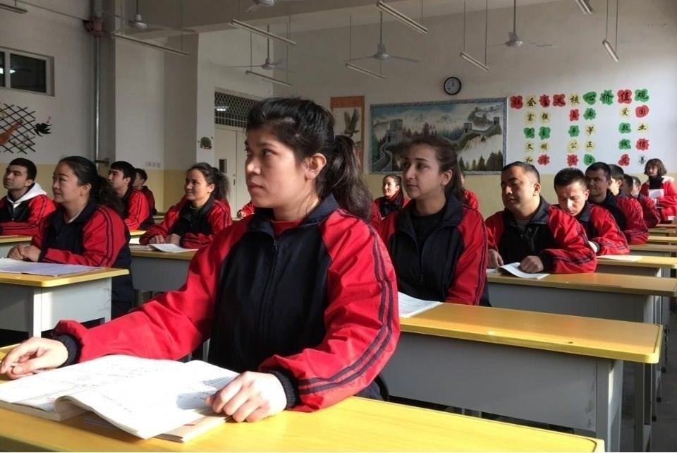 北京近年因新疆人權問題廣受指責,對於各方關注的再教育營,官方9日宣布學員已全部結業。(檔案照片/路透社提供)