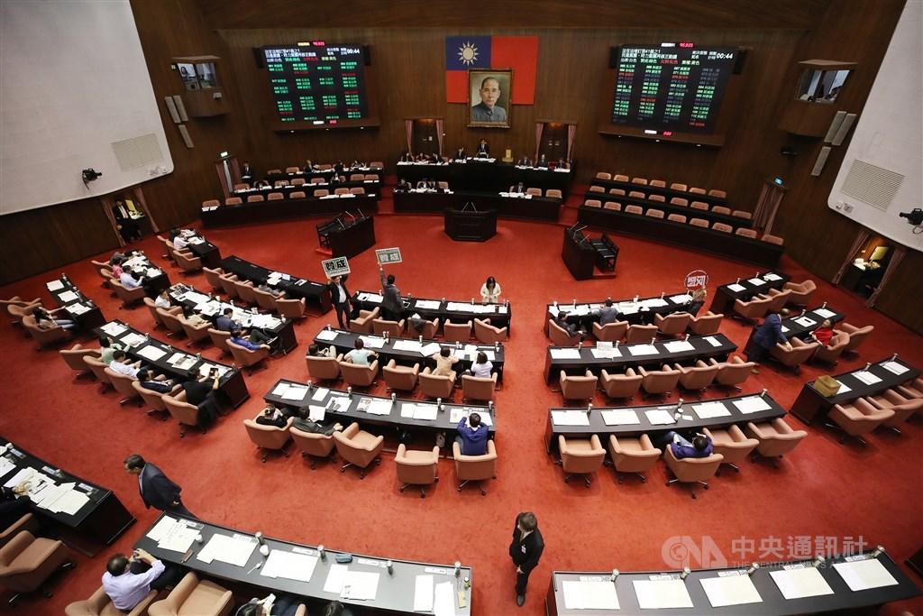 立法院會10日三讀修正通過考試院組織法部分條文,考試委員名額從19人改為7人至9人。(中央社檔案照片)