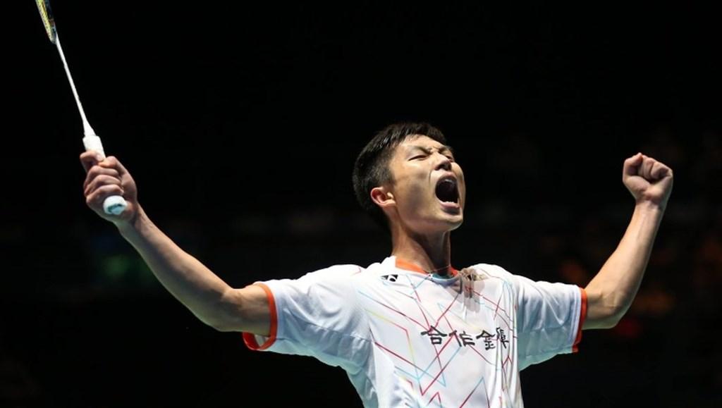 台灣羽球一哥周天成(圖)11日在世界羽聯世界巡迴賽總決賽小組賽首戰對決印尼好手金廷,最終以11比21、21比15、25比23獲勝。(圖取自BWF網頁bwfbadminton.com)