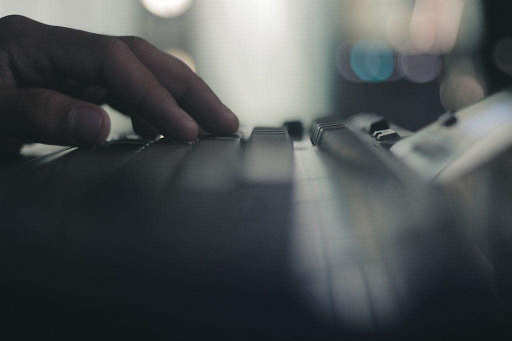 台美今年11月首度共同舉辦大規模的跨國網路攻防實兵演練,主管數位業務的行政院政務委員唐鳳11日表示,資安演練將會常態性辦理,每年至少一次。(示意圖/圖取自Pixabay圖庫)