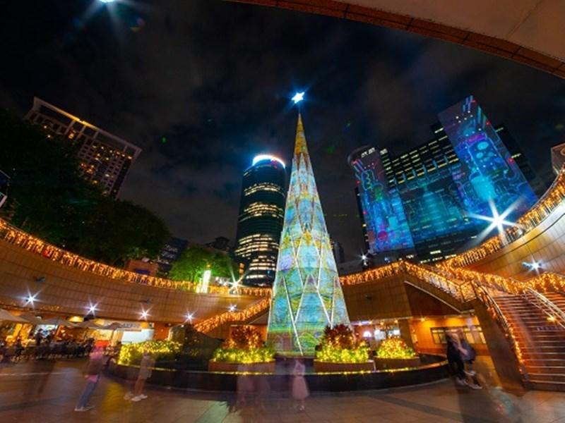 耶誕佳節及跨年將至,新加坡媒體推薦台灣雙北、桃園、屏東等4個絕美景點為渡假首選。新北市歡樂耶誕城主打全台最高耶誕樹,也有燈光表演。(圖取自2019新北市歡樂耶誕城網頁christmasland.ntpc.gov.tw)