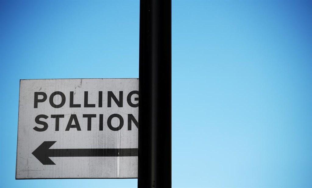 英國睽違96年的12月大選即將在12日登場,投票時間從上午7時至晚間10時,長達15個小時。(路透社提供)