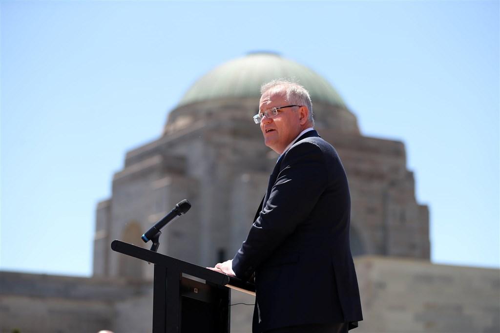 澳洲總理莫里森面對萬人上街怒吼與日益升高的政治壓力,12日終於打破沉默,承認籠罩雪梨一個多月的野火煙霧「令人擔憂」。(圖取自facebook.com/scottmorrison4cook)