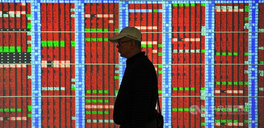 台北股市12日開高走高,收盤漲135.65點,為11836.42點。(中央社檔案照片)