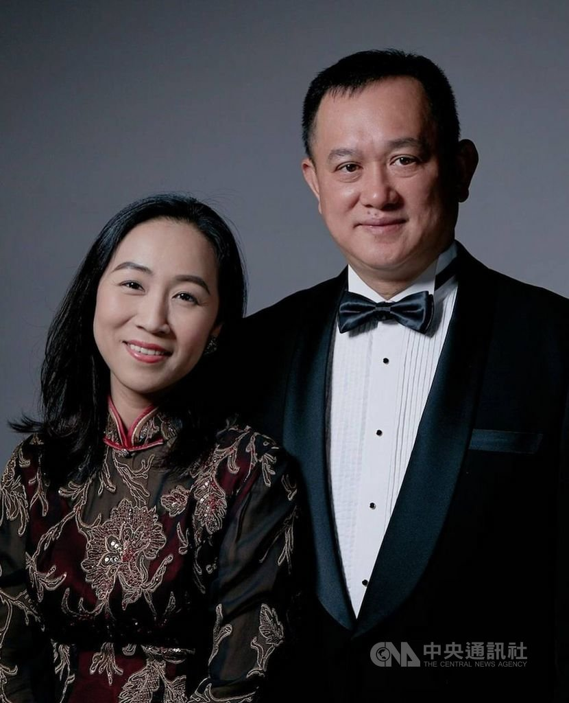 泰國外商總會主席康樹德(右)是台灣人,更是首位亞裔人士的泰國外商總會主席。圖左為康樹德妻子。(康樹德提供)中央社記者江明晏傳真 108年12月12日